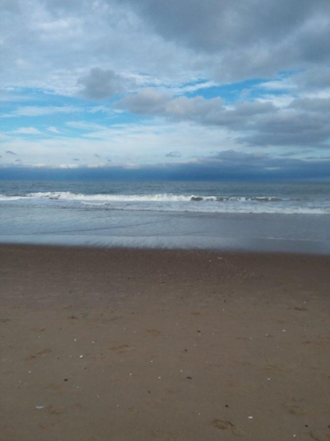A+cloudy+beach+scene.